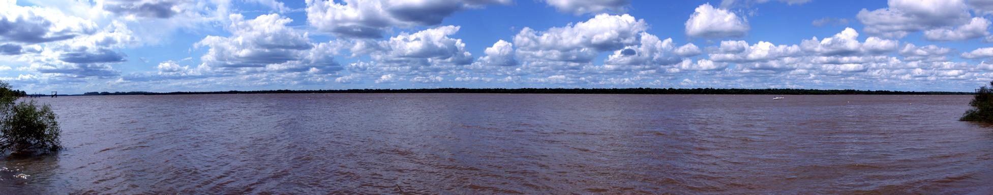 Río Uruguay bei Colón