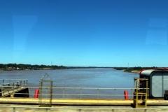 Río Uruguay von der Staumauer herab