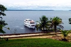 Expeditionsschiff Iracema auf dem Rio Negro