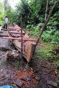 Bootsbau mitten im Urwald