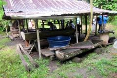 Maniok-Verarbeitung mitten im Urwald