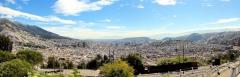 Blick von El Panecllo auf Quito nach Nordosten