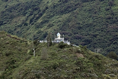 Blick zum Monument der Virgen de Agua Santa