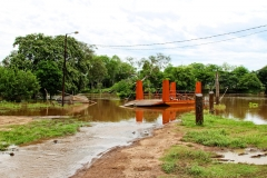 Die Fähre über den río Apa, auf der anderen Seite ist Brasilien