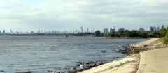 Blick über den Rio de La Plata auf Buenos Aires