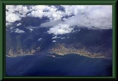 La Guaira, der Hafen von Caracas. Am rechten Rand sieht man noch ein Stück der Landebahn von Maiquetia.
