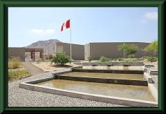 Túcume, Blick vom Museum zur Ausgrabungsstätte