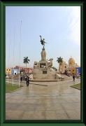 Trujillo - Plaza de Armas - Denkmal für die Befreiung von der Kolonialmacht