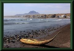 Die Bucht von Huanchaco mit Caballito de Totora