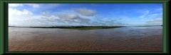 Blick vom Amazonas  - links: Río Ucayali, rechts: Río Marañon