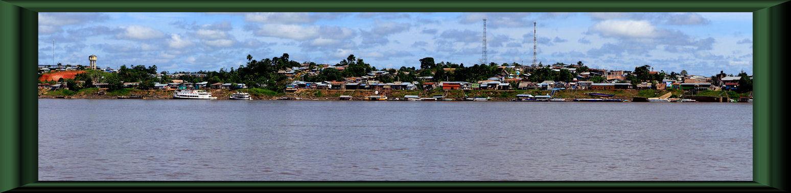 Blick vom Río Marañon auf Nauta