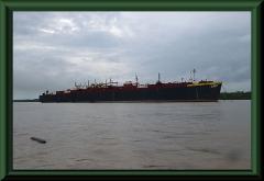 Bootsverkehr auf dem Río Napo, nahe seiner Mündung