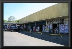 """""""Einkaufzentrum"""" bei Dolores."""
