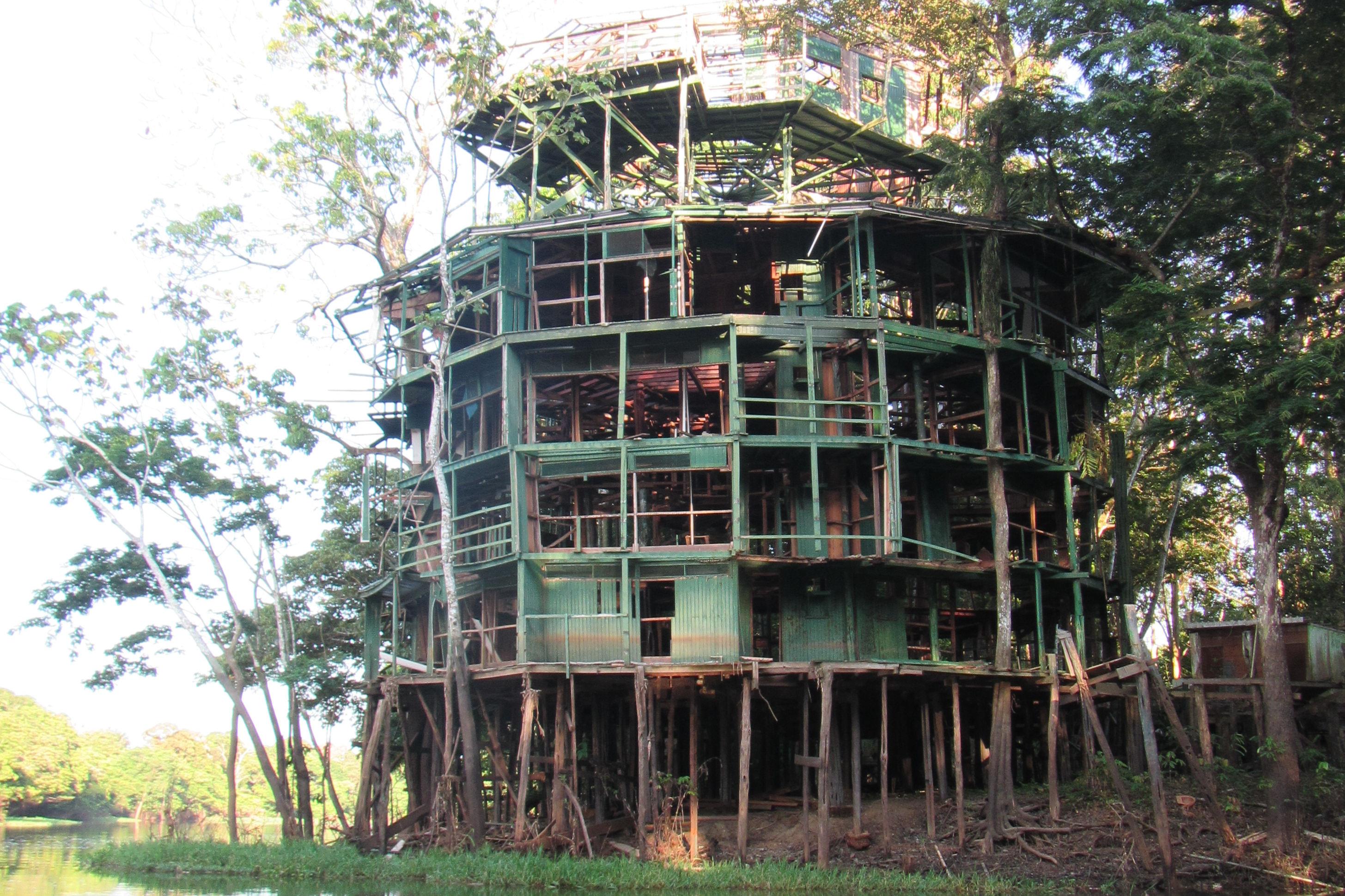 Ruine der Amazon Tower Lodge